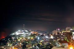 Hermosa vista de las colinas del murree, camino de la alameda en la noche Fotos de archivo libres de regalías