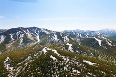 Paisaje con las montañas imagenes de archivo