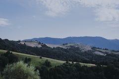 Hermosa vista de las montañas en el campo Fotografía de archivo