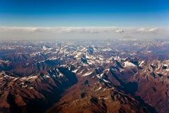 Hermosa vista de los aviones a las montañas del Himalay Imagenes de archivo