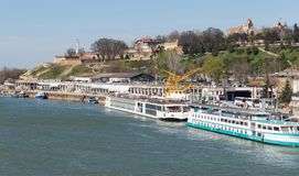 Hermosa vista de los muelles del río Sava imagen de archivo libre de regalías