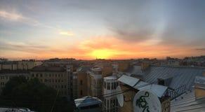 Hermosa vista de los tejados y de las catedrales en St Petersburg fotos de archivo libres de regalías