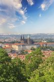 Hermosa vista de St Vitus Cathedral, castillo de Praga y de Mala Strana en Praga, República Checa Fotos de archivo