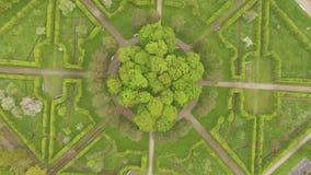 Hermosa vista del aire a la geometría del paisaje en parque del ` s de Catherine almacen de video