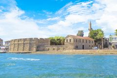 Hermosa vista del castillo de Larnaca, en la isla de Chipre Fotos de archivo libres de regalías