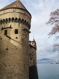 Hermosa vista del castillo famoso de chateau de chillon en Montreux fotografía de archivo