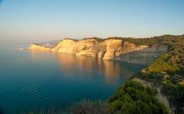 Hermosa vista del d'amour del canal del cabo Drastis Sidari, Corfú imagen de archivo