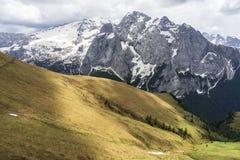Hermosa vista del macizo de Marmolada en las dolomías Italia fotos de archivo
