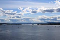 Hermosa vista del mar y del cielo de Noruega Foto de archivo
