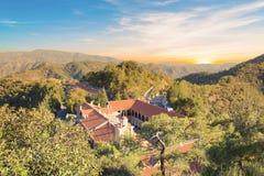 Hermosa vista del monasterio de Trooditissa en Cedar Valley Nature Reserve en Chipre Fotos de archivo libres de regalías