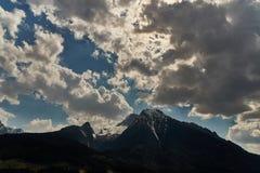 Hermosa vista del país de las maravillas idílico en las montañas en un día soleado frío con el cielo azul y las nubes, Nationalpa fotos de archivo libres de regalías