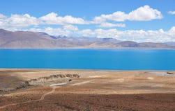 Hermosa vista del paisaje tibetano Fotos de archivo libres de regalías