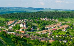 Hermosa vista del pueblo de Bazna, Rumania, Transilvania Imagen de archivo