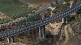 Hermosa vista del puente de la carretera en el lado del país fotos de archivo