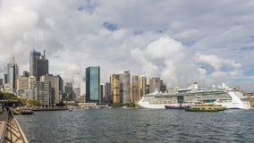 Hermosa vista del puerto y de la Sydney céntrica, Australia, del río imagen de archivo libre de regalías