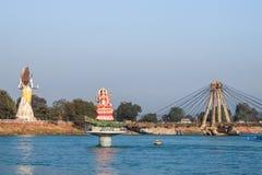 Hermosa vista del río de Ganga y de la estatua de Shiva en Haridwar Fotos de archivo