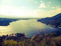 Hermosa vista del río de una telesilla en Carlos Paz en Córdoba la Argentina Foto de archivo libre de regalías