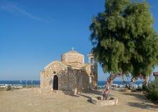 Hermosa vista del St Elias Church con el árbol sagrado en la f foto de archivo libre de regalías