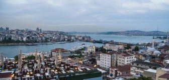 Hermosa vista en el canal de Bosphorus en Estambul Imagen de archivo libre de regalías