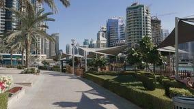Hermosa vista en el puerto deportivo de Dubai