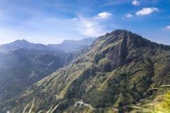 Hermosa vista en el valle de poco Adam Peak foto de archivo