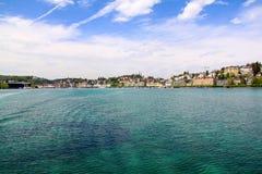 Hermosa vista en la ciudad del lago imagen de archivo