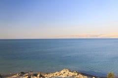Hermosa vista en la costa de mar muerta opuesta Imagen de archivo