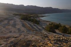 Hermosa vista en la costa y la playa rocosas de mar muerta Fotografía de archivo libre de regalías