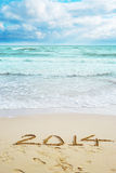 Hermosa vista en la playa con las muestras de 2014 años Imagen de archivo