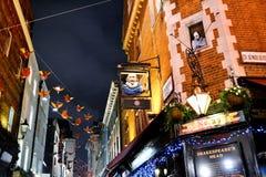 Hermosa vista a la fachada de la barra principal del Shakespeare en el centro de Londres imagen de archivo libre de regalías