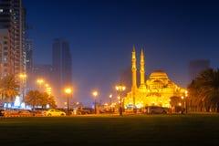 Hermosa vista a Sharja Al Noor Mosque foto de archivo libre de regalías