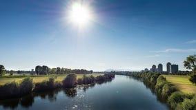 Hermosa vista sobre paisaje urbano y la reserva urbana del río en Zagreb, Croacia imagen de archivo libre de regalías