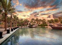 Hermosas vistas del hotel de Madinat Jumeirah fotografía de archivo