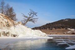Hermosas vistas del invierno del lago Baikal Imagen de archivo