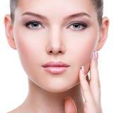 Hermoso  cara de la mujer bonita joven con la piel fresca Imagenes de archivo