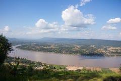 Hermoso de la opinión el río Mekong del paisaje en Wat Pha Tak Suea adentro Foto de archivo