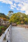Hermoso de Osaka Castle en la ciudad de Osaka con las hojas de otoño sazone Fotografía de archivo