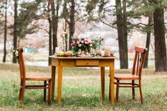 Hermoso diseño de decoraciones de la tabla para las bodas Foto de archivo