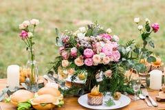 Hermoso diseño de decoraciones de la tabla para las bodas Imagen de archivo libre de regalías
