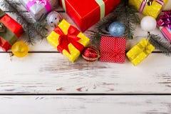 Hermoso diseño de regalos y de decoraciones de la Navidad Fotografía de archivo libre de regalías