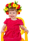 Hermoso goce de una niña agradable se está sentando en una silla Foto de archivo