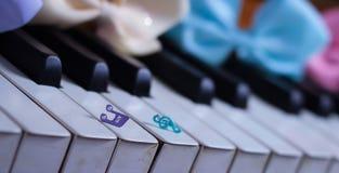 hermoso lindo de la primavera del brillo de la cinta del teclado de piano Imagenes de archivo