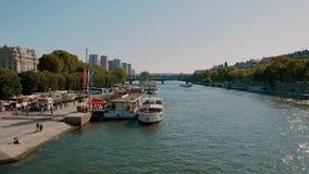 Hermoso río Sena en París - París, Francia - 29 de julio de 2019 metrajes