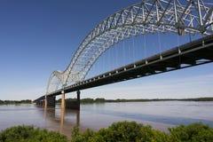 Hernando de Soto Bridge που εκτείνεται το ποτάμι Μισισιπή Αρκάνσας Τένεσι Στοκ φωτογραφία με δικαίωμα ελεύθερης χρήσης