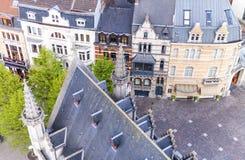 HERR, BELGIEN - MÄRZ 2015: Touristen besichtigen alte mittelalterliche Stadt Lizenzfreies Stockfoto