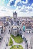 HERR, BELGIEN - MÄRZ 2015: Touristen besichtigen alte mittelalterliche Stadt Lizenzfreies Stockbild
