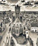 HERR, BELGIEN - MÄRZ 2015: Touristen besichtigen alte mittelalterliche Stadt Lizenzfreie Stockfotos