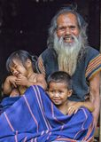 Herr Lyckliga Taynguyen och hans barnbarn Fotografering för Bildbyråer