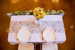Herr und Frau Bride und Bräutigam Wedding Table Stockbild