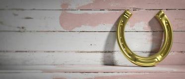 Herradura de oro en fondo de madera Copie el espacio ilustración 3D Foto de archivo libre de regalías